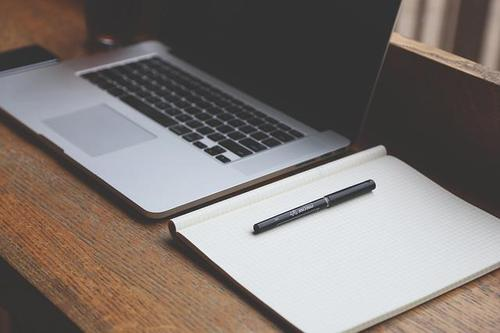 英文Essay大体有两种写法