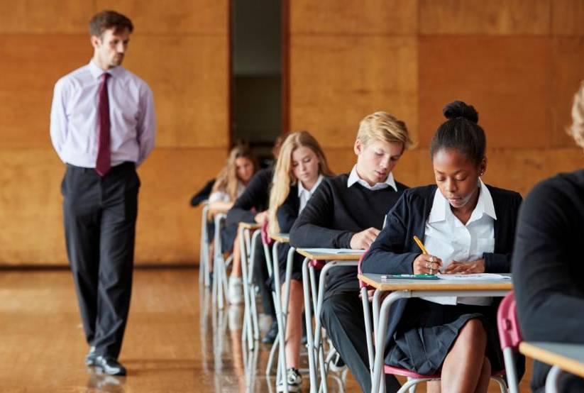 正在参考UKiset考试的学生